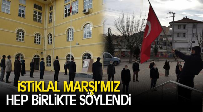 İstiklal Marşı'mız 7'den 77'ye Hep Birlikte Söylendi