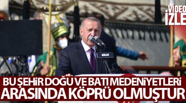 Cumhurbaşkanı Erdoğan Ahlat'ta konuştu: 'Bu şehir doğu ve batı medeniyetleri arasında köprü olmuştur'