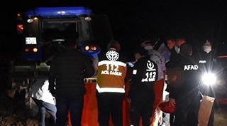 Traktörden iş makinesinin üzerine düşen çocuk öldü